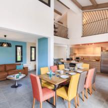 Travaux de peinture intérieure et décoration salle à Manger et séjour moderne, peinture intérieure colorée